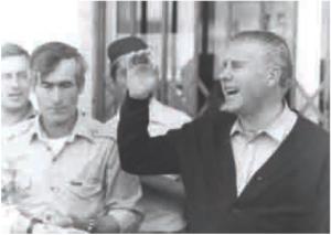 Codonyol cantant a Alcanar a la dècada del 1980. Autor desconegut. Arxiu Andreu Queralt.
